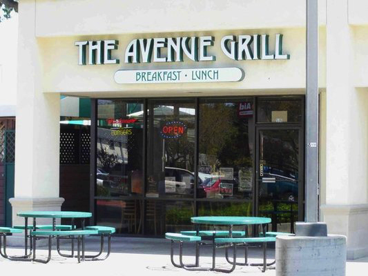 Avenue Grill outside
